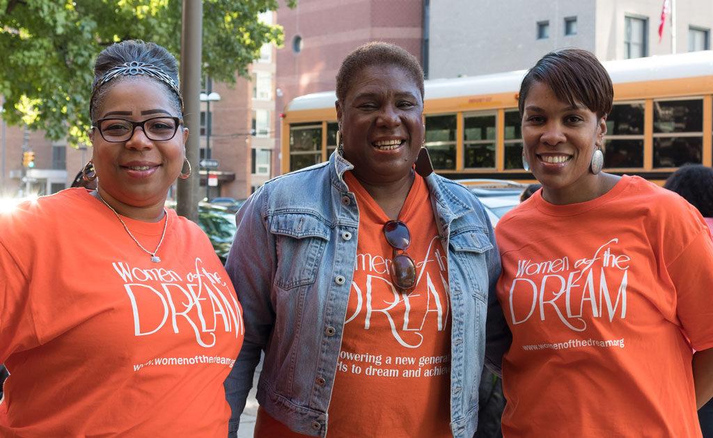 Leslie-and-Volunteers